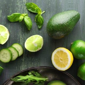 Avocado, Gurke, Limette für das Tunatartar