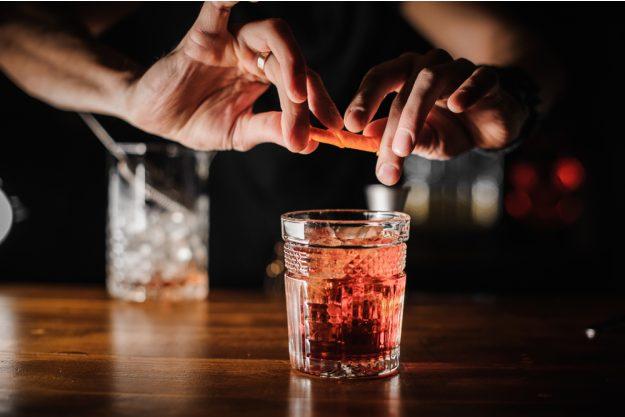Cocktailkurs Köln – Cocktail garnieren