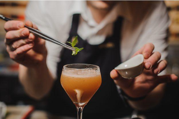 Cocktailkurs Köln – Drink garnieren