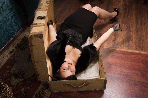Geschenkgutschein Krimi-Dinner – Braut in Koffer