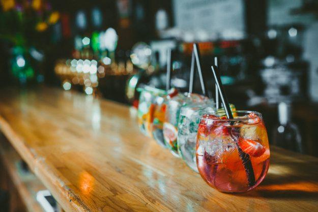 JGA mit Cocktailkurs - Cocktails auf Tresen