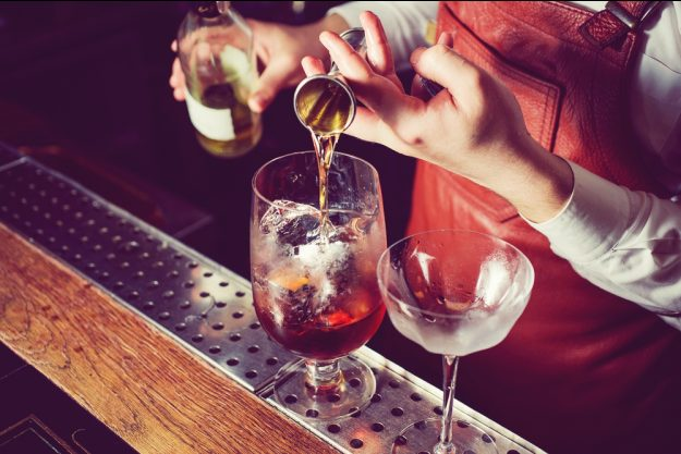 Rum-Tasting Köln – Rum wird eingeschenkt