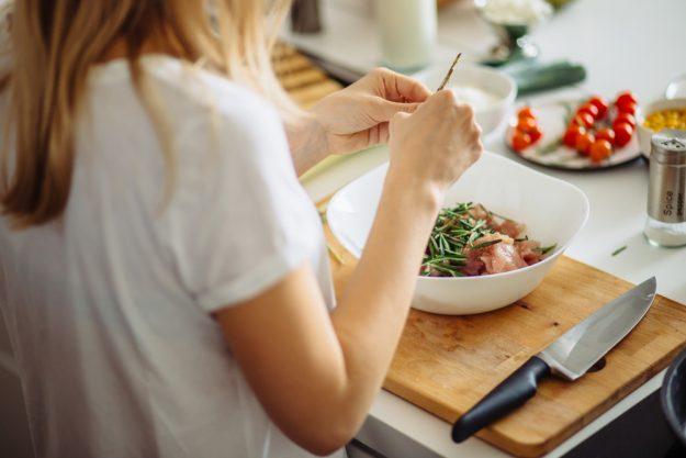 Online Kochkurs Streetfood – Frau kocht