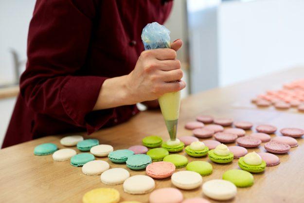 Macarons-Backkurs Frankfurt – Macarons befüllen