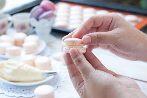 Macarons-Backkurs Frankfurt – Macarons zusammensetzen