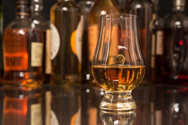 Spirituosen-Tasting-Frankfurt –Flaschen und Glas