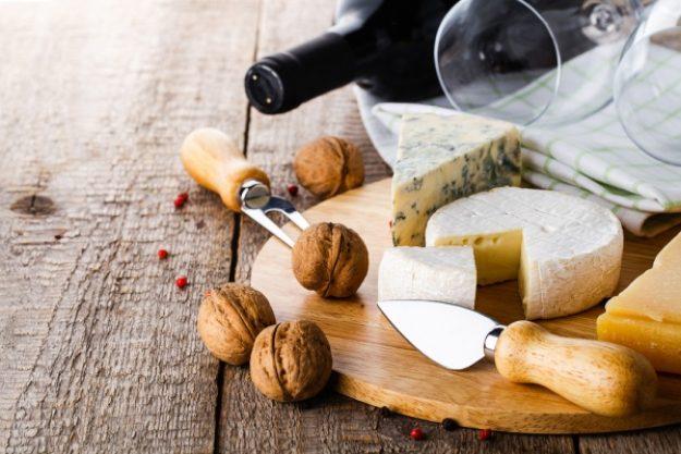 Weinseminar Frankfurt - Käse mit Walnüssen