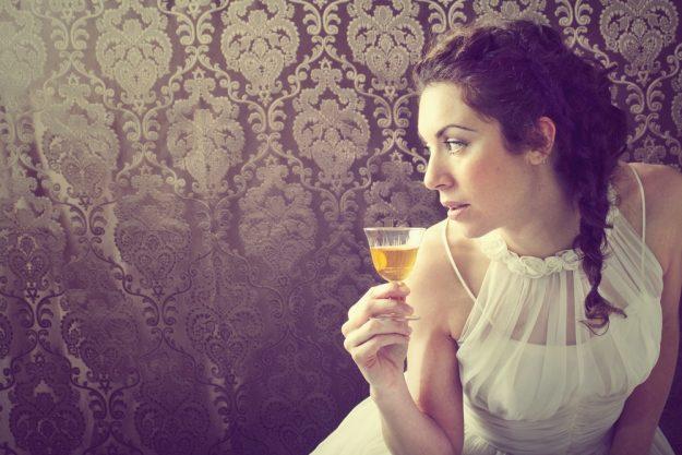 Whisky-Tasting Frankfurt-Hofheim – Frau trinkt Whisky
