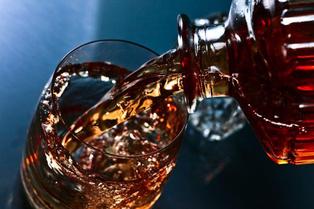 Whisky-Tasting Frankfurt - Whisky einschenken