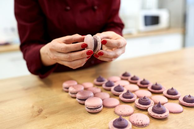 Backkurs at Home Macarons zusammensetzen
