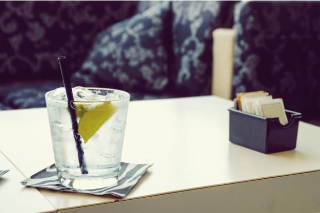Gin-Tasting-Senden-Gin-mit-Strohhalm