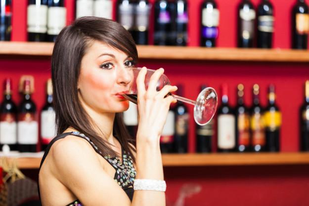 Weinseminar Münster - Frau trinkt Rotwein
