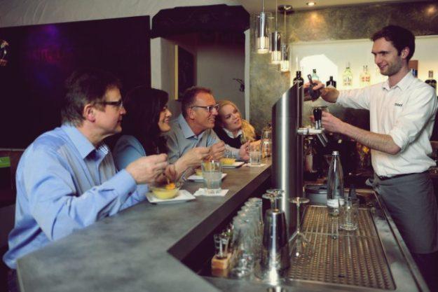 Cocktailkurs Paderborn - Bartender und Kursteilnehmer