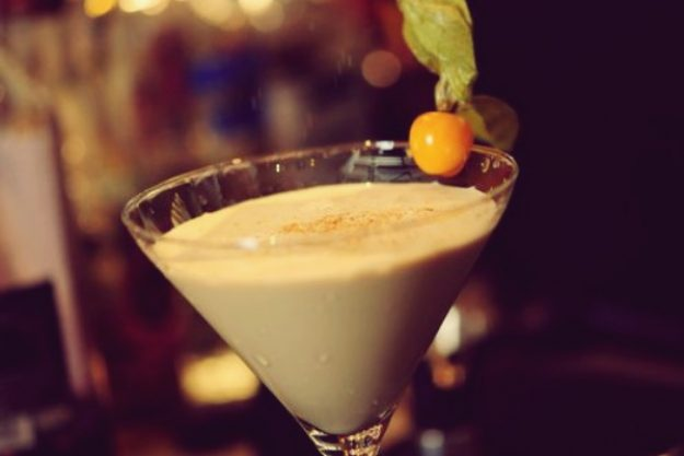 Cocktailkurs Paderborn - cremiger Drink mit Physalis