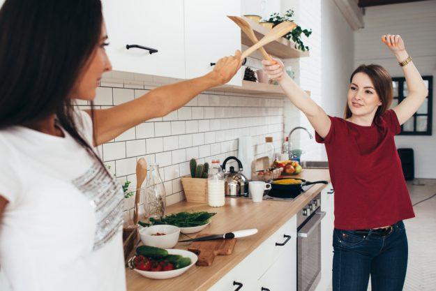Junggesellenabschied mit Kochkurs  – Frauen mit Kochlöffel