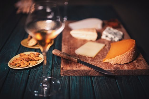 Weinseminar Karlsruhe – Weißwein und Käsebrett