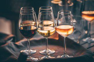 Weinprobe Online Wein trifft Comedy@Home für 2-4