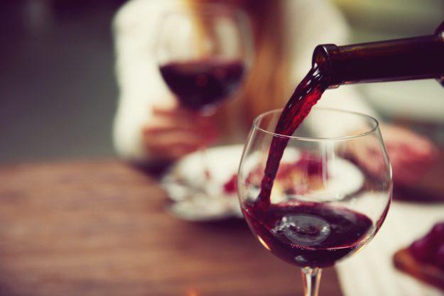 Kochkurs Heidelberg – Rotwein ins Glas einschenken
