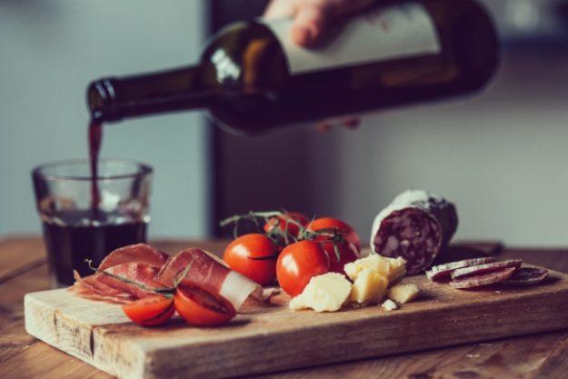 Kulinarische Stadtführung-Gutschein –Wein und Antipasti in ausgewählten Locations