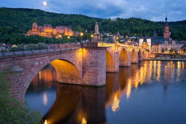 Kulinarische Stadtführung Heidelberg - Stadt bei Dämmerung