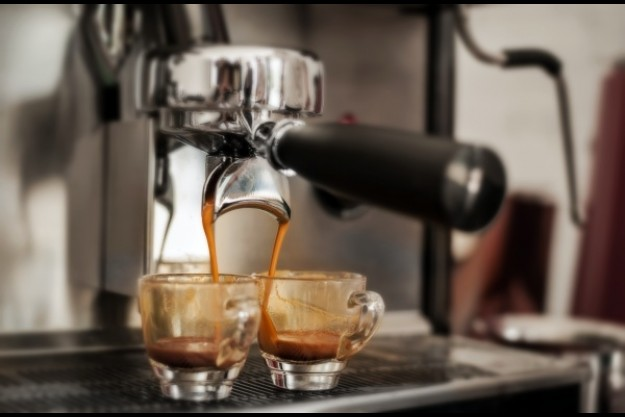 Barista-Kurs Dortmund – Frau genießt Kaffee