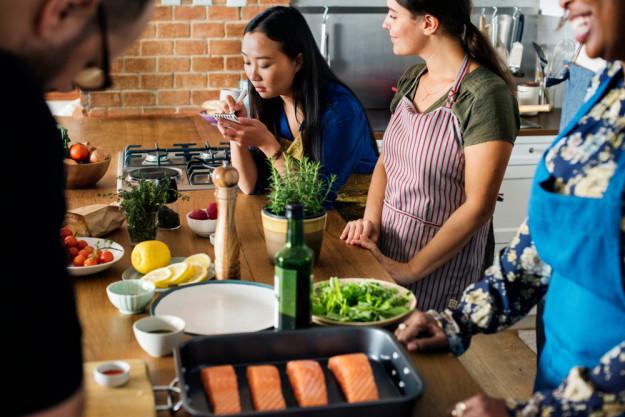 Junggesellenabschied mit Kochkurs  – Freunde kochen