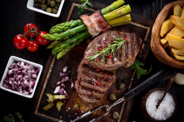 Firmenfeier Essen mit Küchenparty - rustikales Steak
