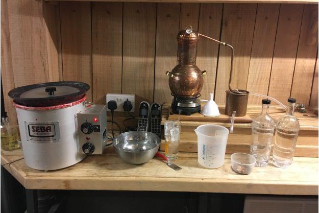Gin selber machen Essen – Tischbrennblase