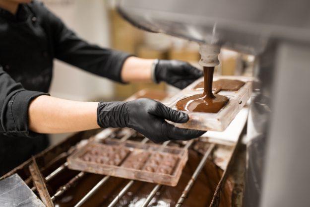 Online-Backkurs-Schokolade- Schokolade gießen