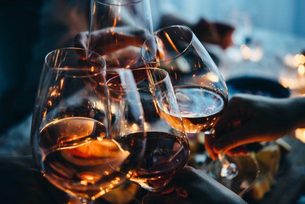 Weinprobe Online – mit Rosé anstoßen