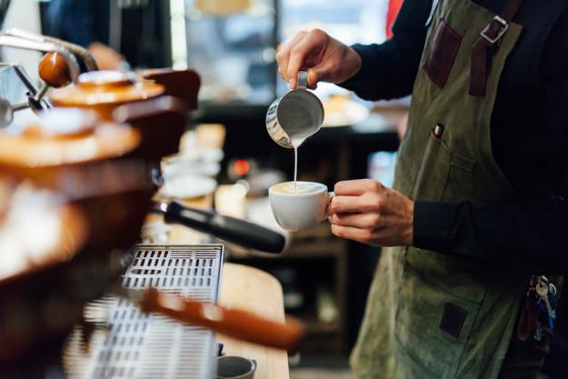 Latte-Art Kurs Herten – Milch eingiessen