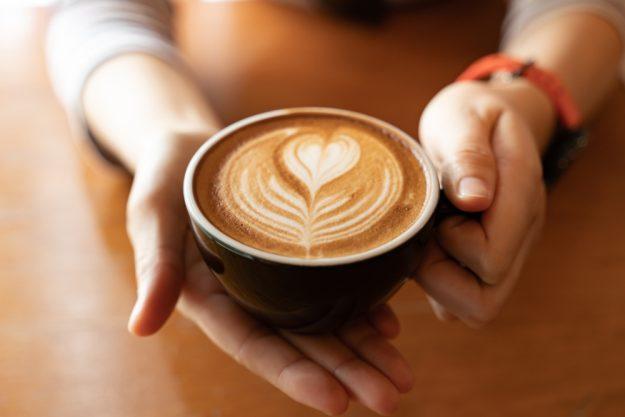 Latte-Art Kurs Herten – Milchschaum Blume auf Kaffee