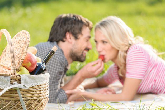 Aphrodisischer Paar-Kochkurs Stuttgart - Paar beim Picknick