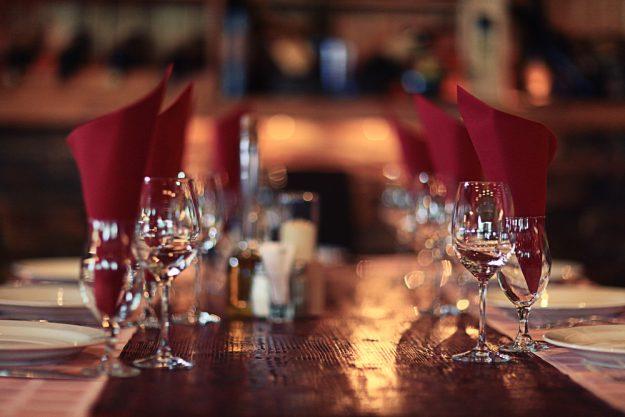 Geschenkgutschein Erlebnis-Dinner – festlich gedeckte Tafel