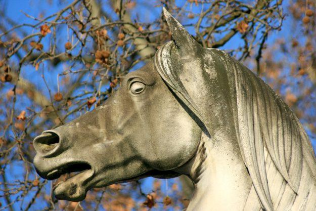 Betriebsausflug Stuttgart - Pferde Steinsatue im Park