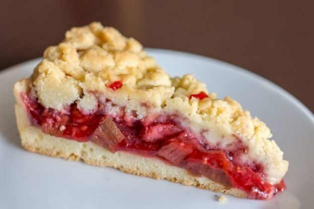 Saisonaler Kochkurs –Rhabarber Crumble mit Erdbeeren