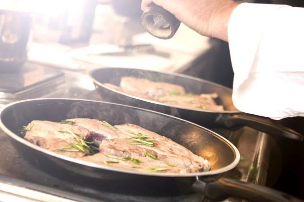 Schwäbischer Kochkurs Reutlingen  – Fleisch würzen und braten