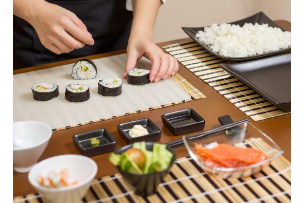 Teambuilding Sushi-Kurs Stuttgart - Sushi frisch aufschneiden