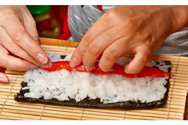 Teambuilding Sushi-Kurs Stuttgart - Sushi Maki belegen
