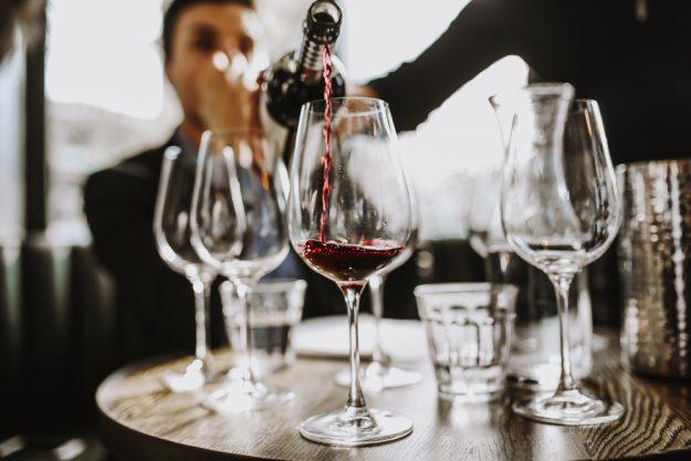 Weinprobe Stuttgart - Cabernet einschenken