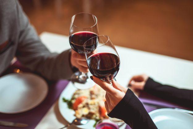 Weinprobe Stuttgart - Paar trinkt Wein