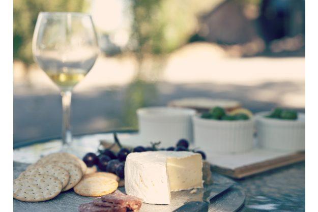 Weinseminar Stuttgart - Weißwein und Käseplatte