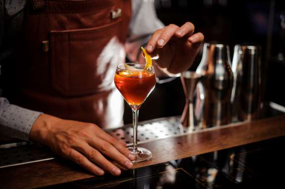 Cocktailkurs Berlin – Barkeeper mit Drins