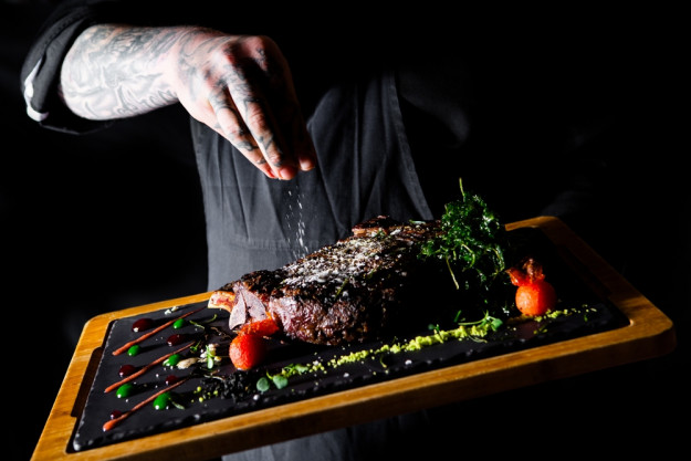 Fleischkurs mit Genussmenü mit Steakseminar - Fleisch würzen