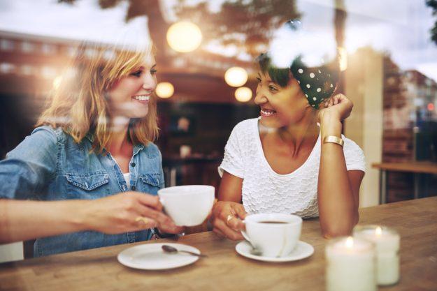 Barista-Kurs Berlin – Freundinnen trinken Kaffee