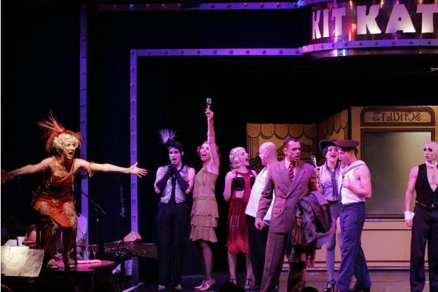 Erlebnisdinner Berlin – Ensemble auf der Bühne