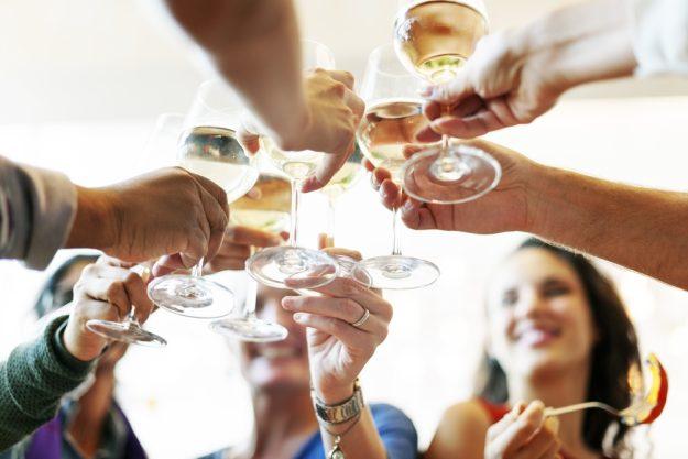 Firmenfeier Berlin – mit Naturwein anstoßen