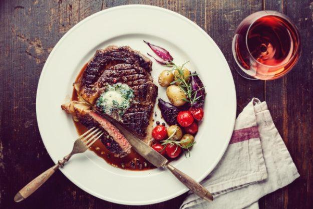 Krimidinner-Gutschein –Zartes Steak und Rotwein