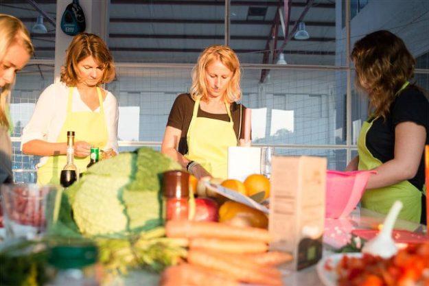weihnachtlicher Kochkurs Berlin - Frauen kochen zusammen