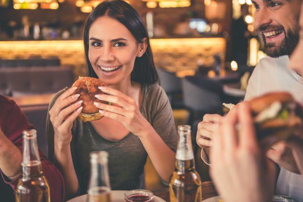 Burger-Kochkurs Hannover – Freunde essen Burger